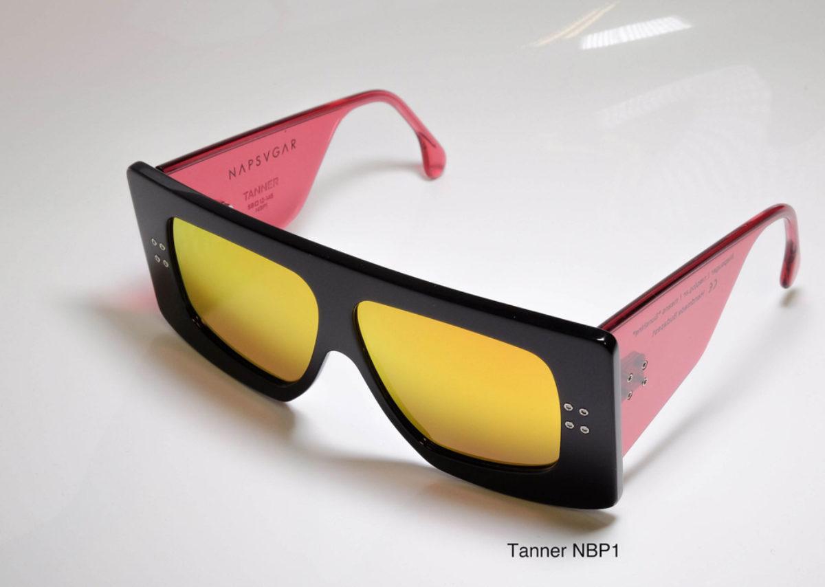 Napsvgar Tanner in Black Pink (NBP1) with Grey Amber Mirror lenses